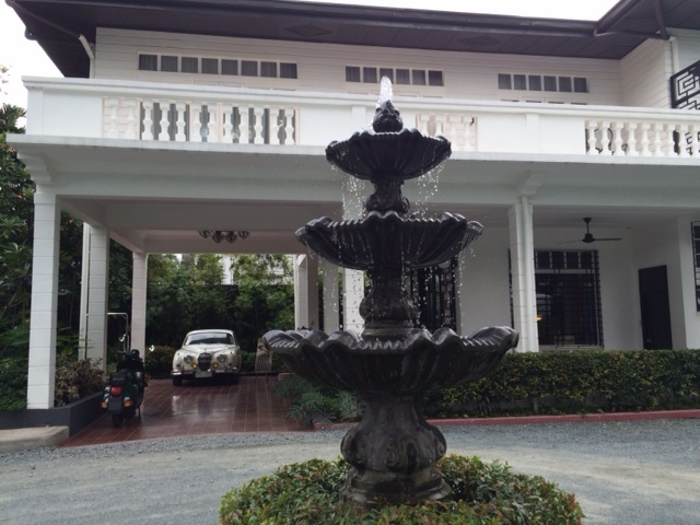 The main building of the hotel.