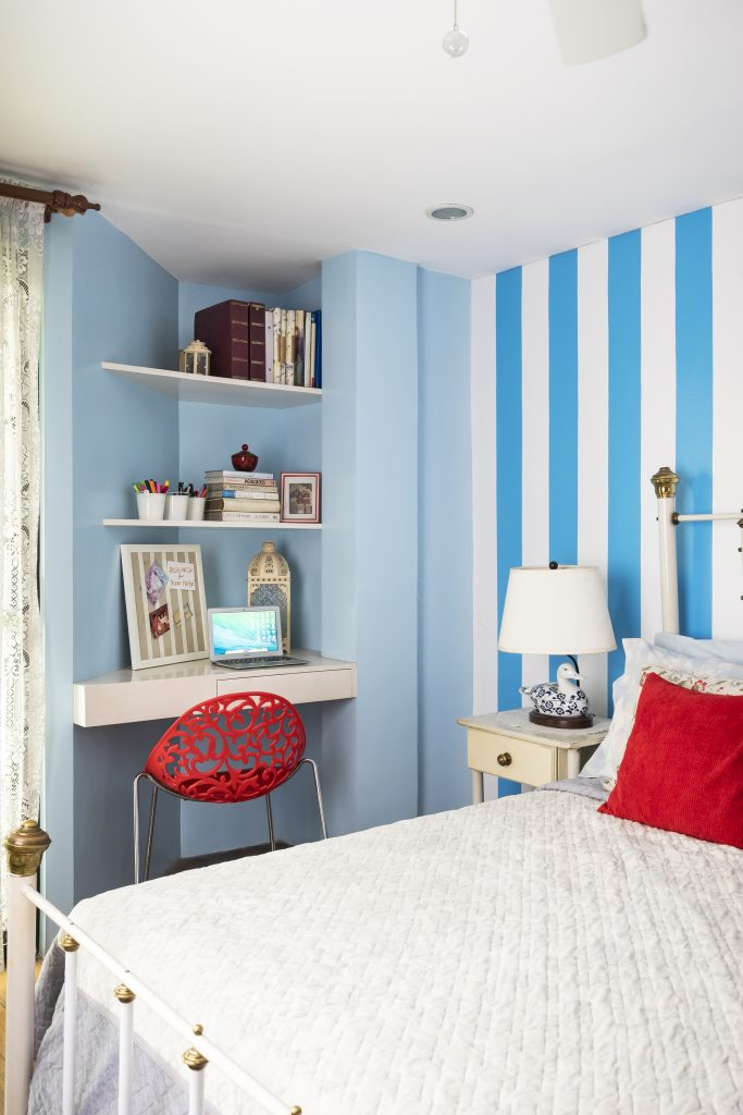 blue and white bedroom with red accents